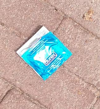 Condoom op straat